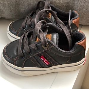 Boys baby/toddler sz 5 Denim Levi shoes